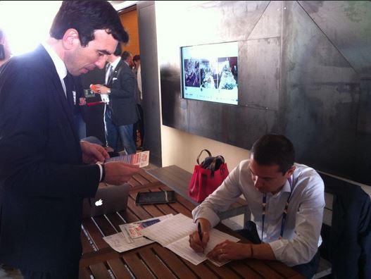 Il ministro Martina firma la proposta di legge contro le false cooperative