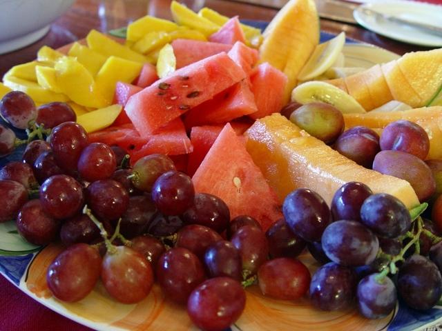Consumi alimentari 2015: bene frutta e verdura, giù latte e carne