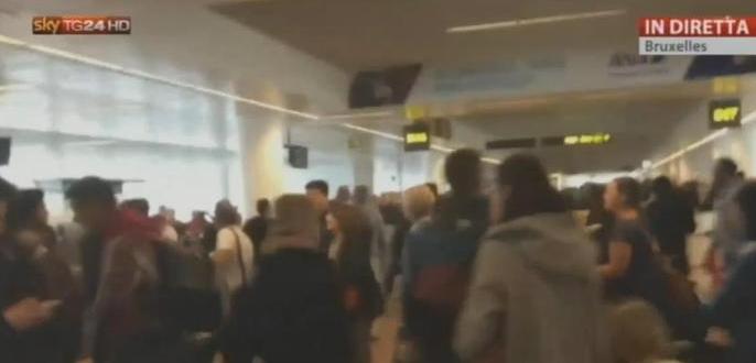 Bruxelles sotto shock: esplosioni in aeroporto e in metro, si parla di 28 morti. L'Isis rivendica gli attacchi
