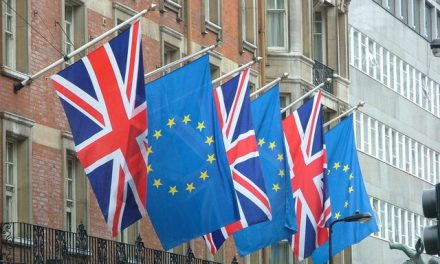 La Gran Bretagna lascia l'Ue ma la Brexit non sarà immediata
